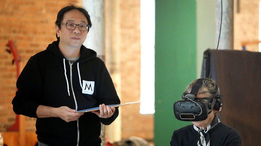 作品《沙中房間》是由美國音樂家蘿瑞安德森,以及台灣新媒體藝術家黃心健共同創完成的...