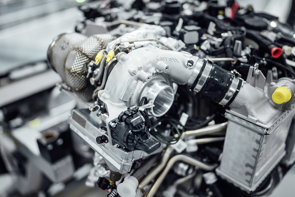 為減少引擎低轉速時的渦輪遲滯問題,電子渦輪(或稱電子增壓系統)技術已經在2016...