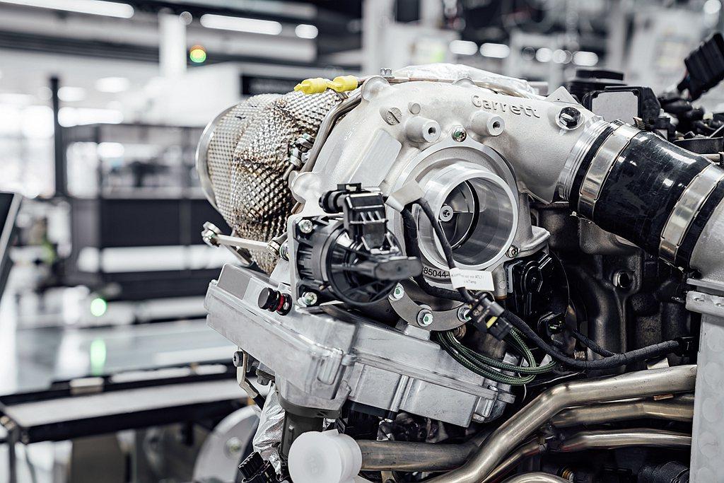 Mercedes-AMG這套電子渦輪技術不需要再額外設計增壓機構與進氣管路,縮減...