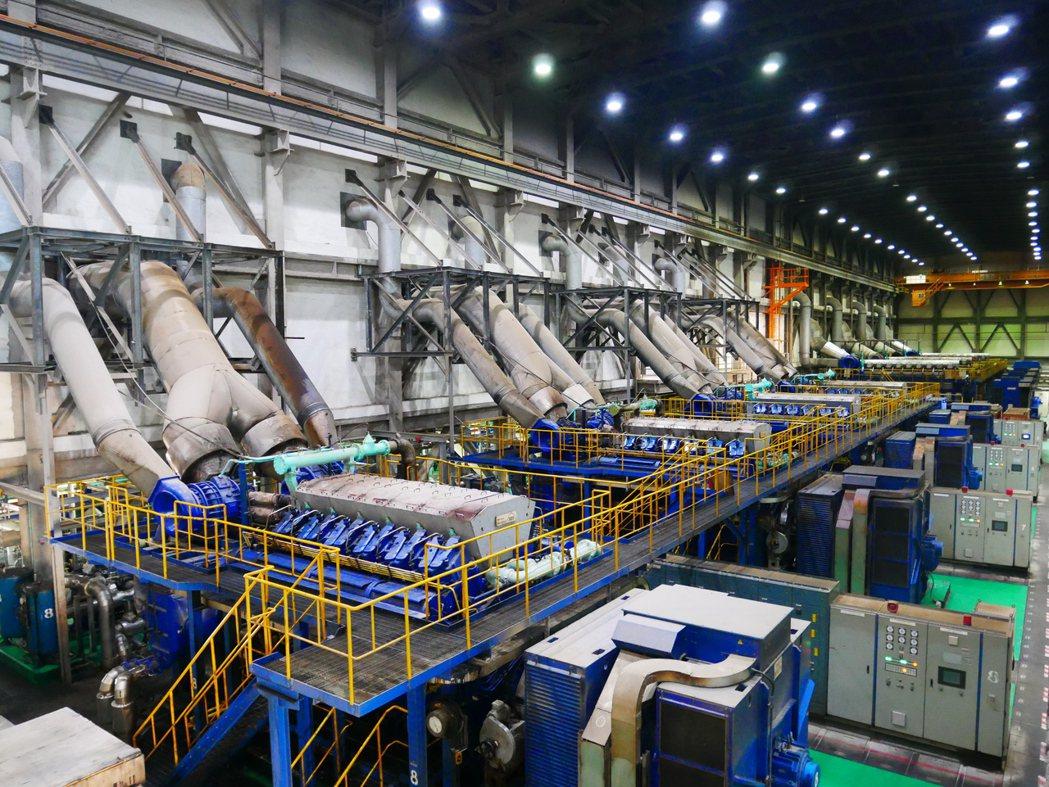 金門塔山電廠發電機組。