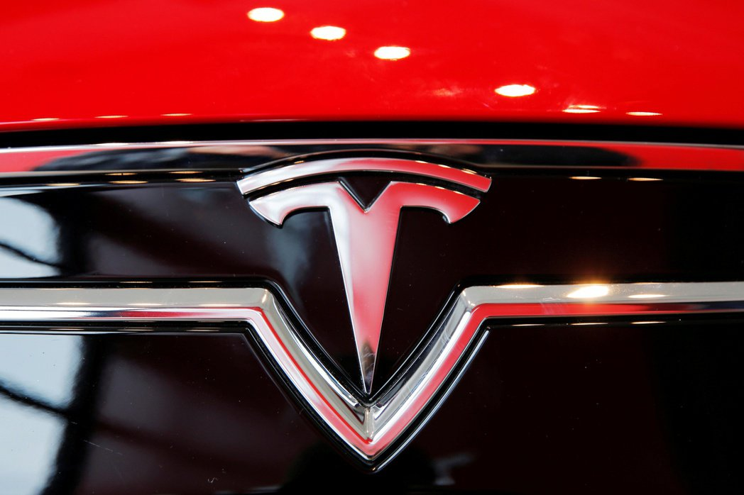 特斯拉市值在1日首度超越豐田汽車,成為全球市值最高的汽車製造商。路透