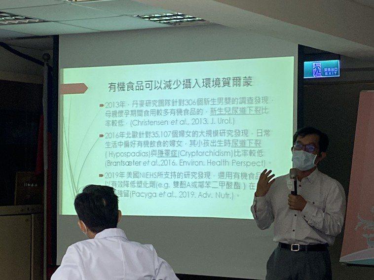 高師大生科系副教授許惇偉表示,一般食物中的化學物質殘留物或重金屬,的確已證實不利...