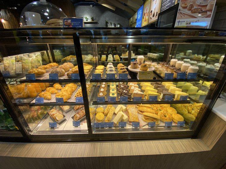 除了限定甜點,店內也提供非常豐富的甜點輕食選擇。記者黃筱晴/攝影