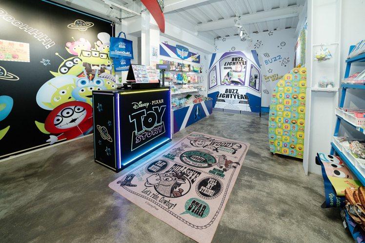 「Toy Story House」巴斯光年區與各式周邊。圖/主辦單位提供