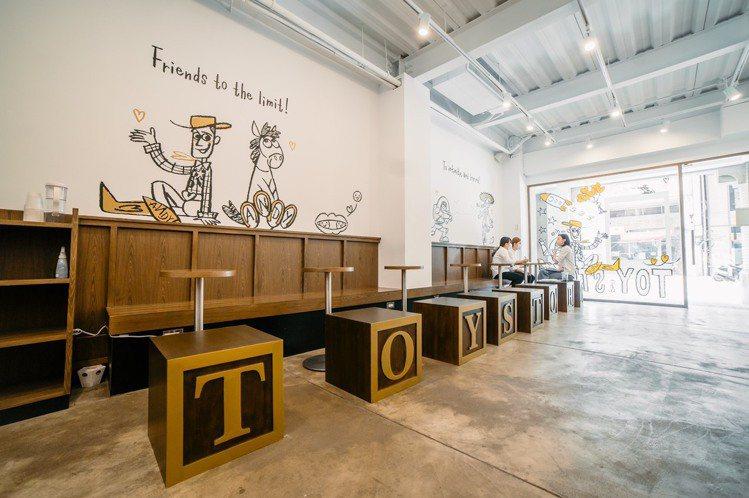 一樓咖啡店裝飾著玩具總動員塗鴉。圖/主辦單位提供