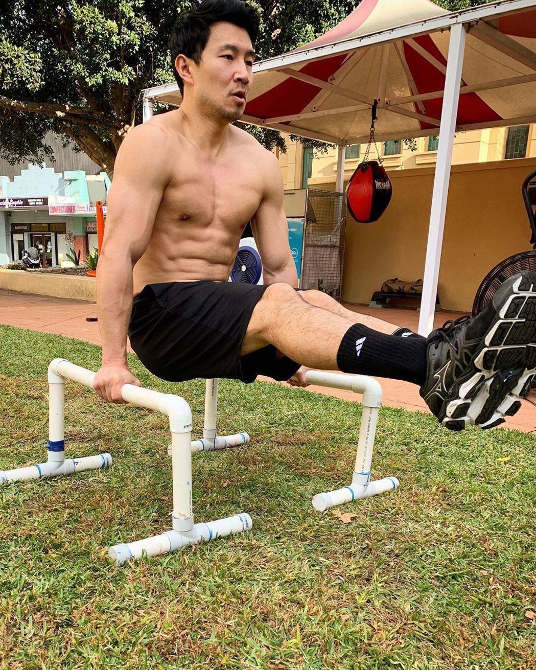 「上氣」男主角劉思慕疫情期間不忘鍛鍊。圖/摘自Instagram