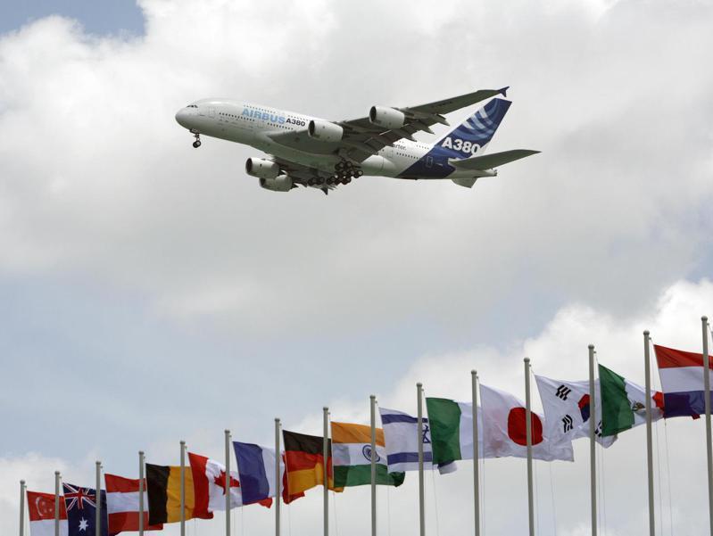 示意圖。圖為空巴A380巨無霸客機。路透