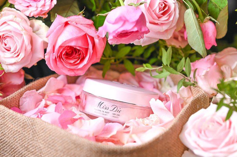 身體隨時散發花朵香氣!花漾迪奧香體蜜粉助妳招桃花