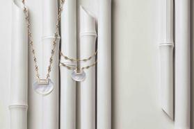 隨身的溫柔祈念 Qeelin Yuyi系列珍珠母貝散毫光