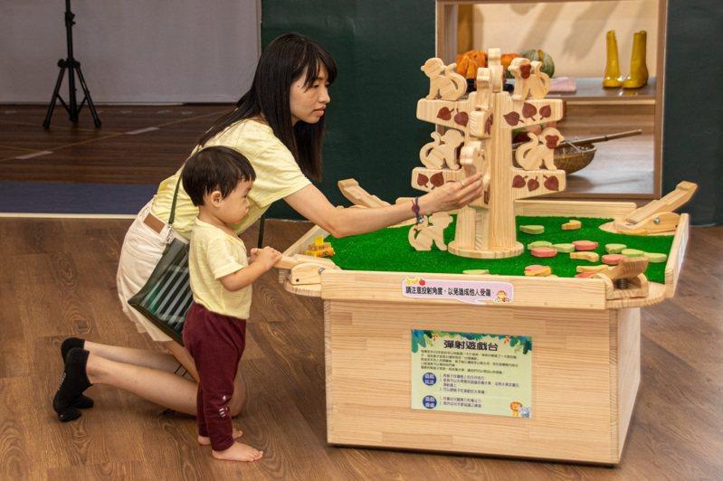 宜蘭縣冬山親子館今天開幕,提供幼兒安全豐富的室內遊戲。圖/宜蘭縣政府提供