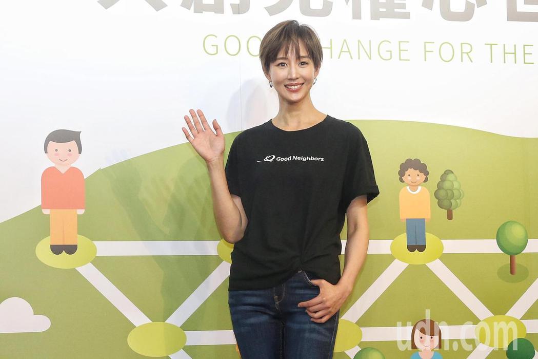 張鈞甯出席「台灣好鄰居協會」公益記者會,號召民眾一同捐款做愛心。記者林伯東/攝影