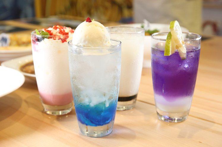 遊戲王主題餐廳提供了瑪黑特黑魔導、黑魔導女孩等4款飲品。記者陳睿中/攝影