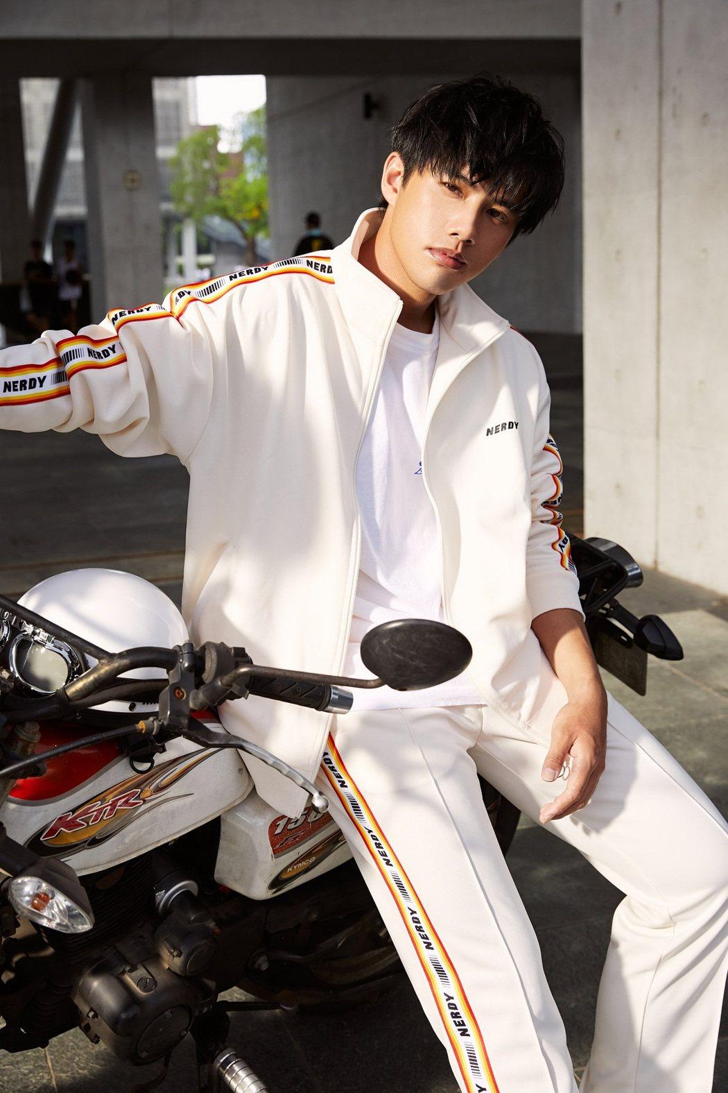 林孟辰是蕭敬騰的師弟。圖/環球音樂提供