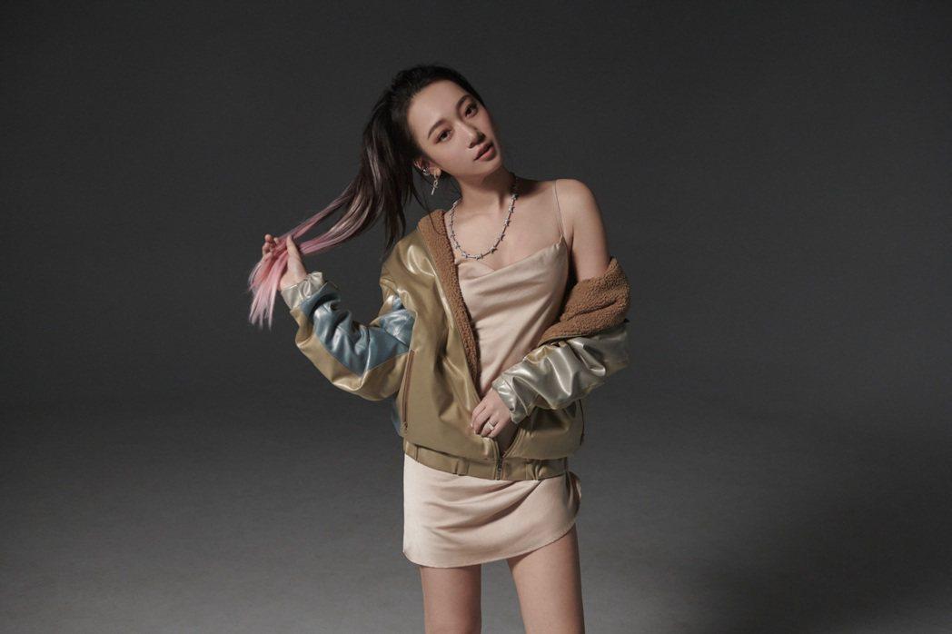 吳卓源素有「鄉民老婆」之稱。圖/寬宏藝術、華風數位提供