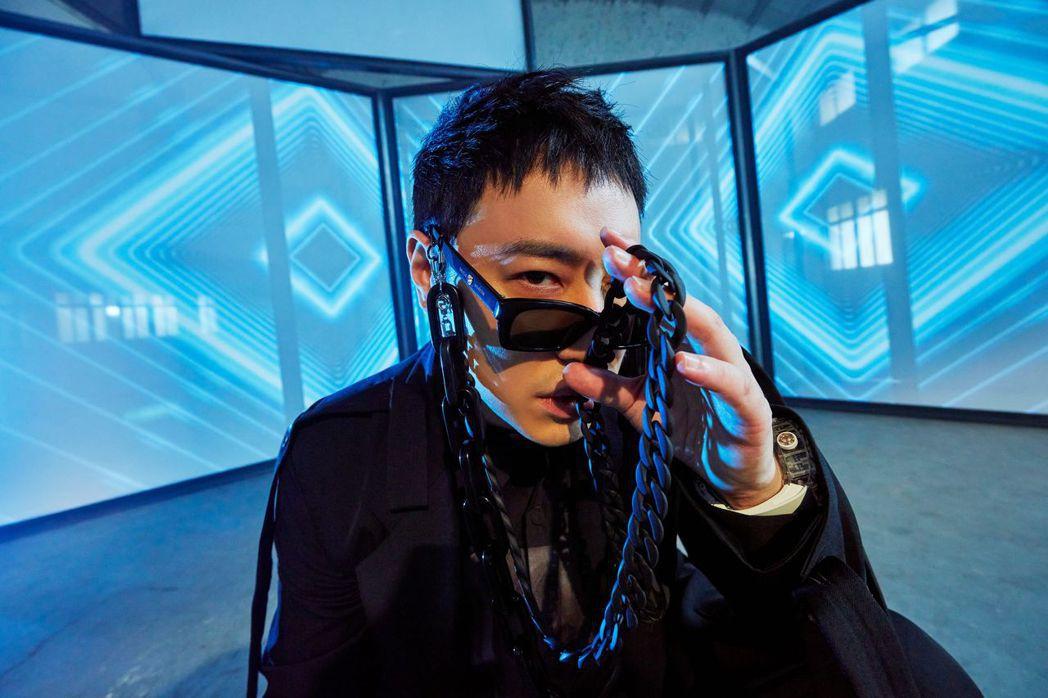 潘瑋柏磨了3年多,終於孵出全新專輯,造型視覺大翻轉。圖/華納音樂提供