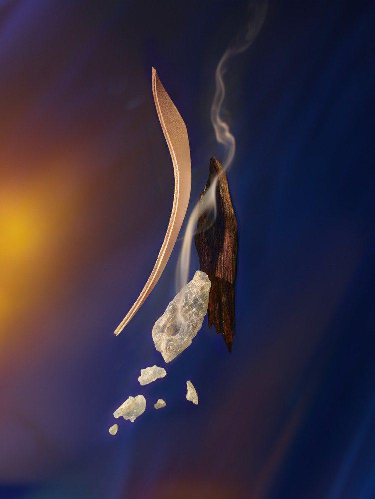 Nuit de Feu夜焰香水的主調來自乳香、皮革、烏木沉香。圖/LV提供