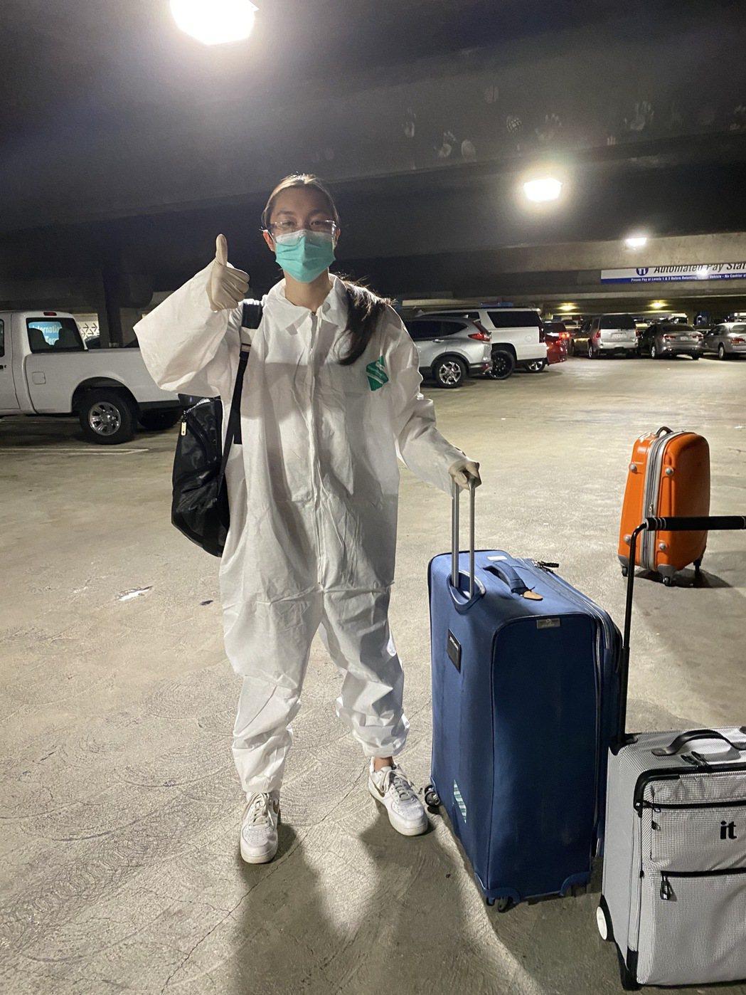 溫翠蘋女兒溫心舞從美國搭了13個小時飛機返台,全程穿防護裝,下機後立刻進入14天
