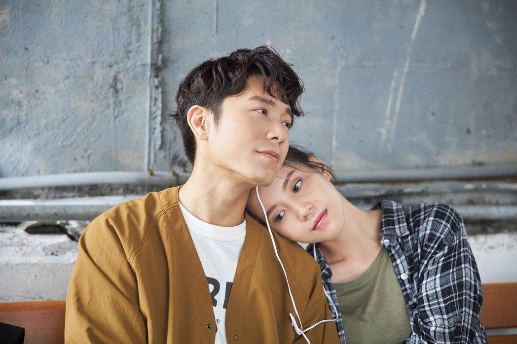 韋禮安(左)新歌「記得回來」MV與程予希有不少浪漫對手戲。圖/The Orcha...