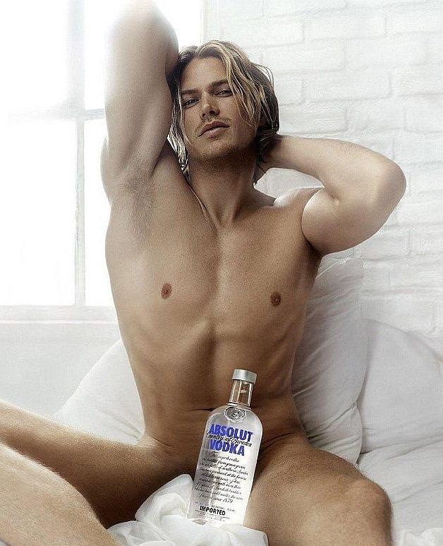 傑森路易斯在「慾望城市」中的全裸廣告讓很多人印象深刻。圖/摘自IMDb(  ※ ...