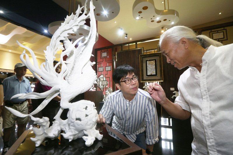陳其邁昨參訪1300藝術中心受訪時承諾,若當選高雄市長,不會有所謂的邁團隊。記者劉學聖/攝影