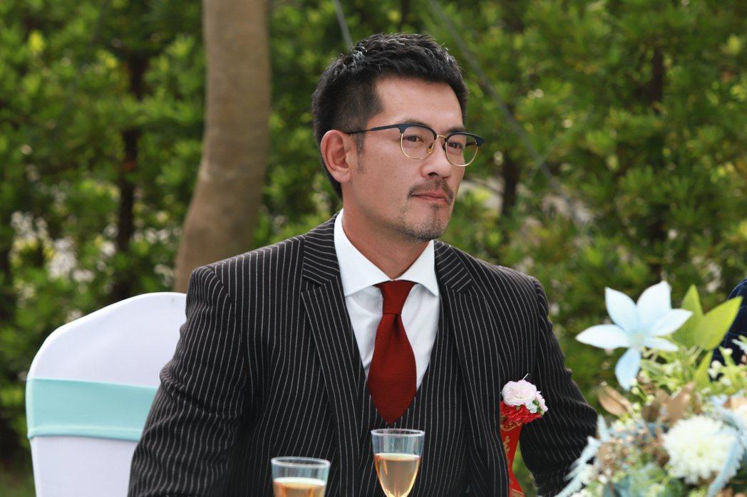 柯叔元在「多情城市」中拍攝一場出席婚禮戲。圖/民視提供