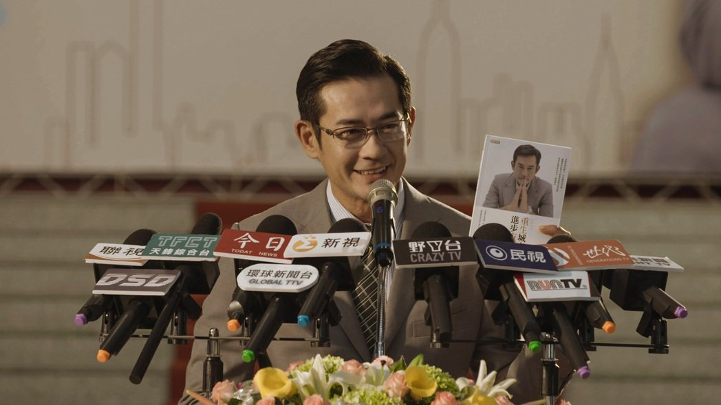 柯叔元在「鏡子森林」中飾演市長。圖/民視提供