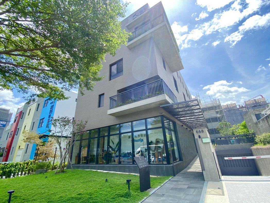 「夏馬城市生活」選擇在台中市單元二重劃區,打造地上4層、600餘坪的旗艦館。記者...