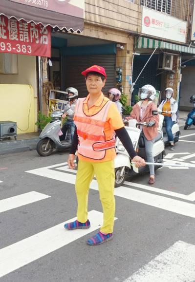 72歲游徐玉蘭擔任二重國小導護志工已30多年。圖/新竹縣府提供