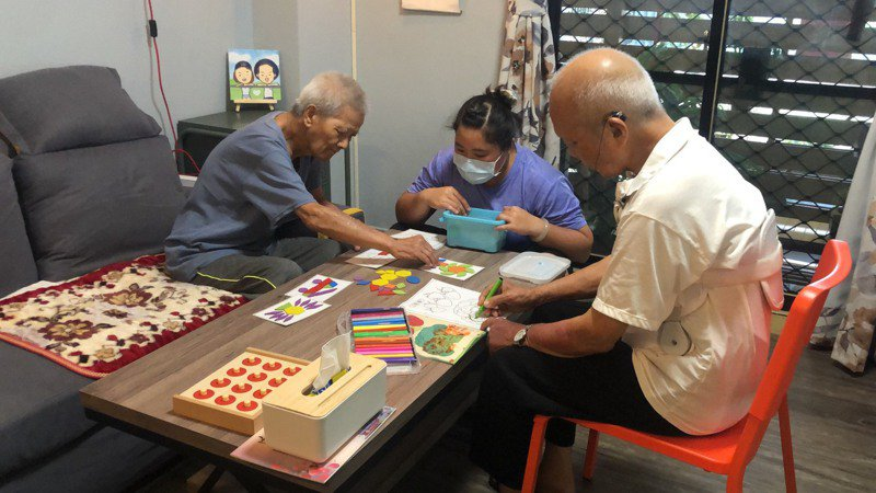 嘉義市第一間家庭托顧站,營造家的感覺,讓老人家獲得安全感。記者李承穎/攝影