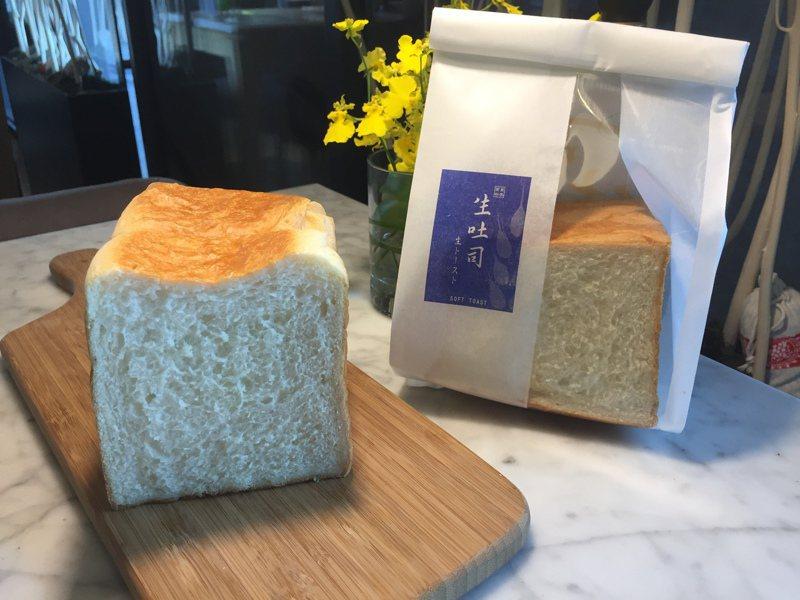台中星享道酒店18號麵包推出生吐司,製程相當耗時,每日限量20條。記者余采瀅/攝影