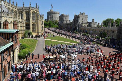 英國哈利王子之妻梅根槓上八卦媒體,被提告的「周日郵報」公布最新法庭文件,顯示梅根對被指「讓英國民眾買單、辦超貴皇室婚禮」感到不滿,透過律師團隊反駁,指婚禮據估計達3200萬英鎊的成本大都是皇室支付,...