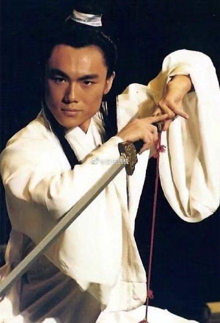秦昊16年前演出梁山伯的模樣。圖/摘自微博