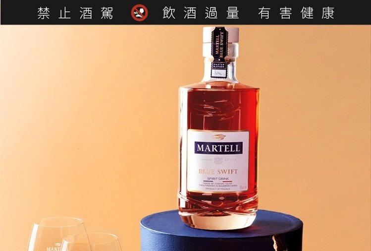 獨特的Martell「藍淬燕Blue Swift」打破傳統分類思維,香氣持久、且...