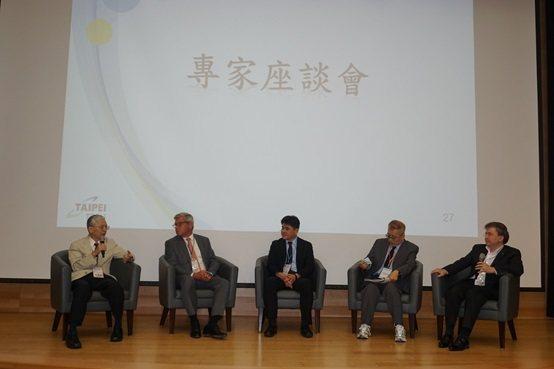 專家座談會與會人員,左起:臺灣智慧城市發展協會理事長林建元、THALES台灣公司...