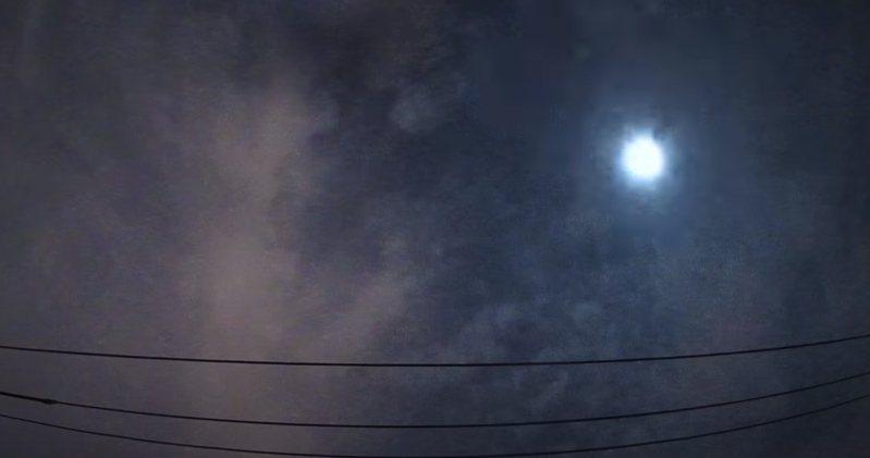 日本關東地區上空2日凌晨出現「火球」。圖/截自YouTube