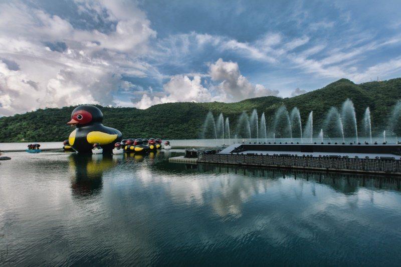 花蓮縣府暑假在鯉魚潭舉辦「紅面鴨FUN暑假」活動,是夏天一大盛事。 圖/縣府提供