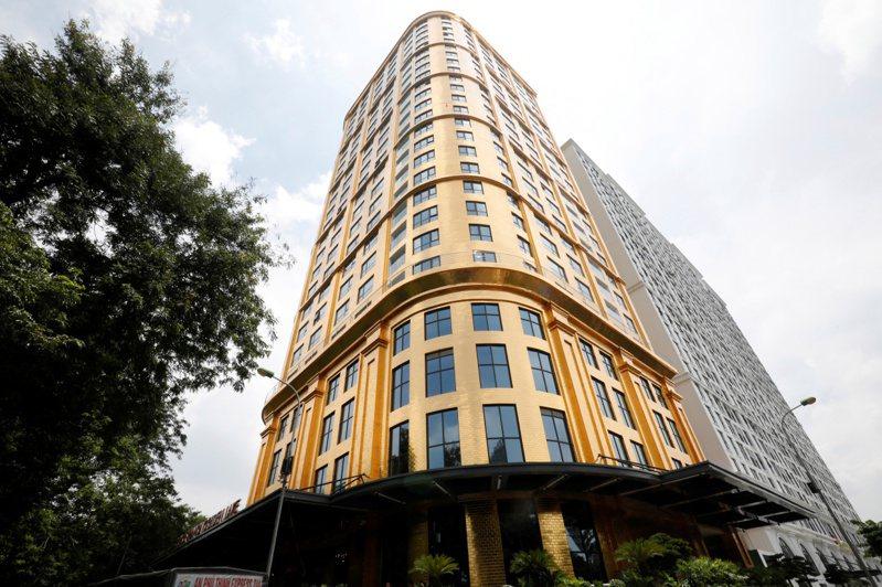 越南金湖旅館業者宣稱他們是世界第一家以鍍金磁磚覆蓋的旅館。路透。
