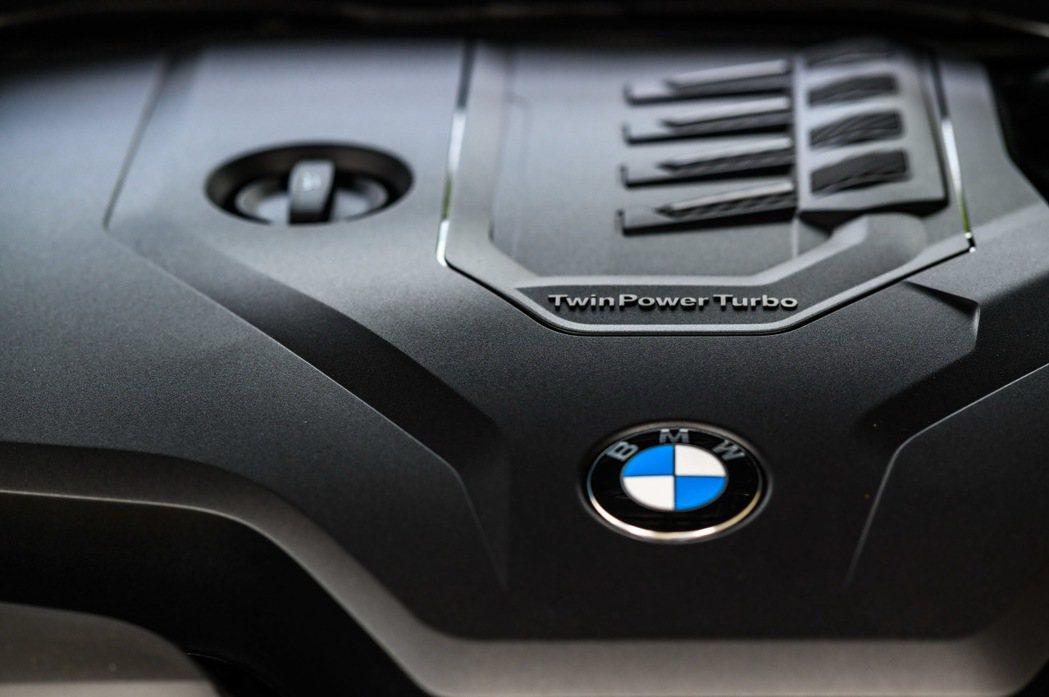 全新BMW 318i Luxury搭載2.0L TwinPower Turbo汽...