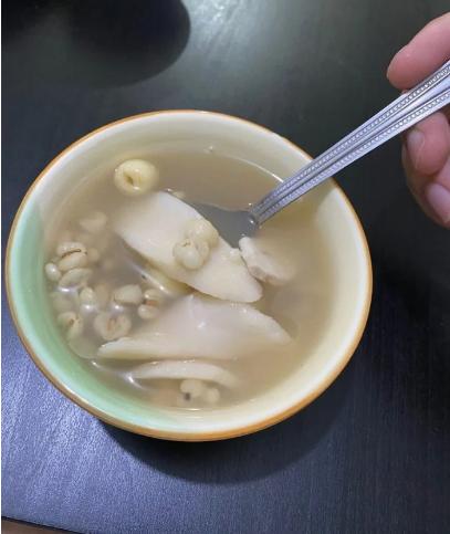 網友PO出奶奶煮的「甜的」四神湯照片。 圖/擷自Dcard