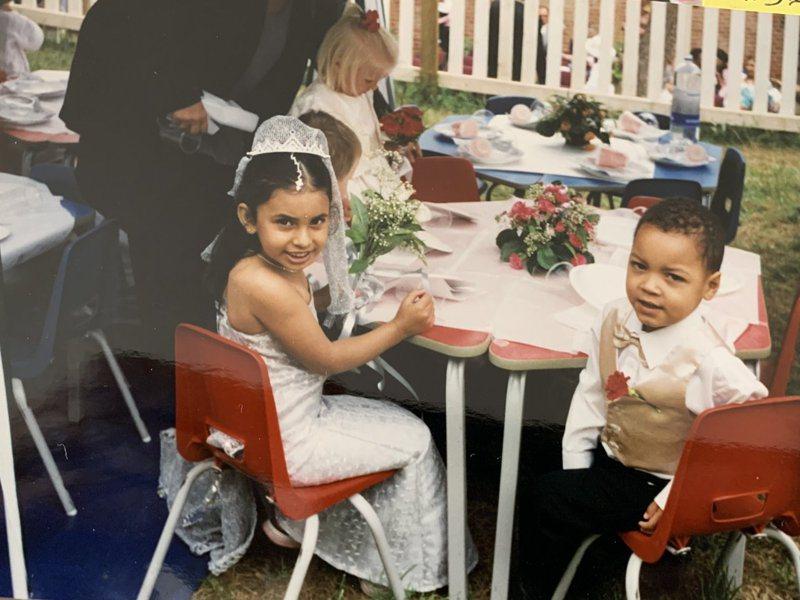 傑克與兒時玩伴麗娜在十六年前曾經在幼稚園舉辦過婚禮。圖/Twitter