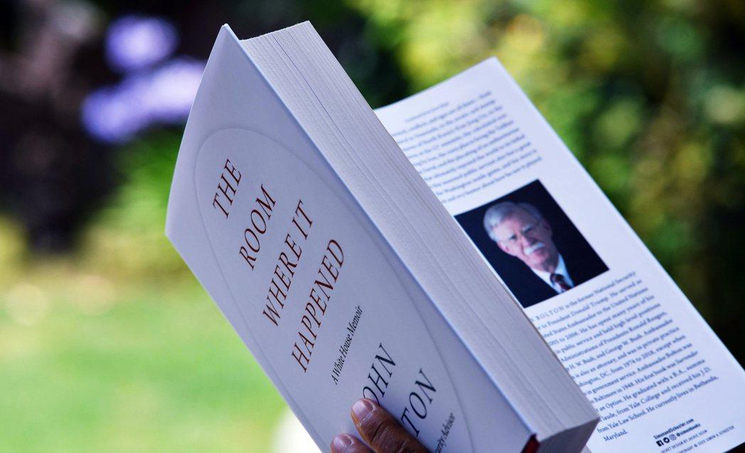 6月23日發行的新書《事發之室:白宮回憶錄》引起全球媒體關注,長達577頁的內容...