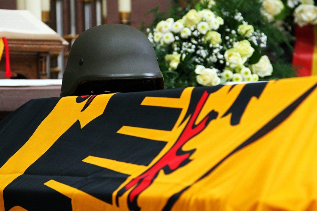 KSK的極右醜聞爆出後,對於德國軍方的形象與士氣,又一次造成嚴重打擊。圖為德國政...