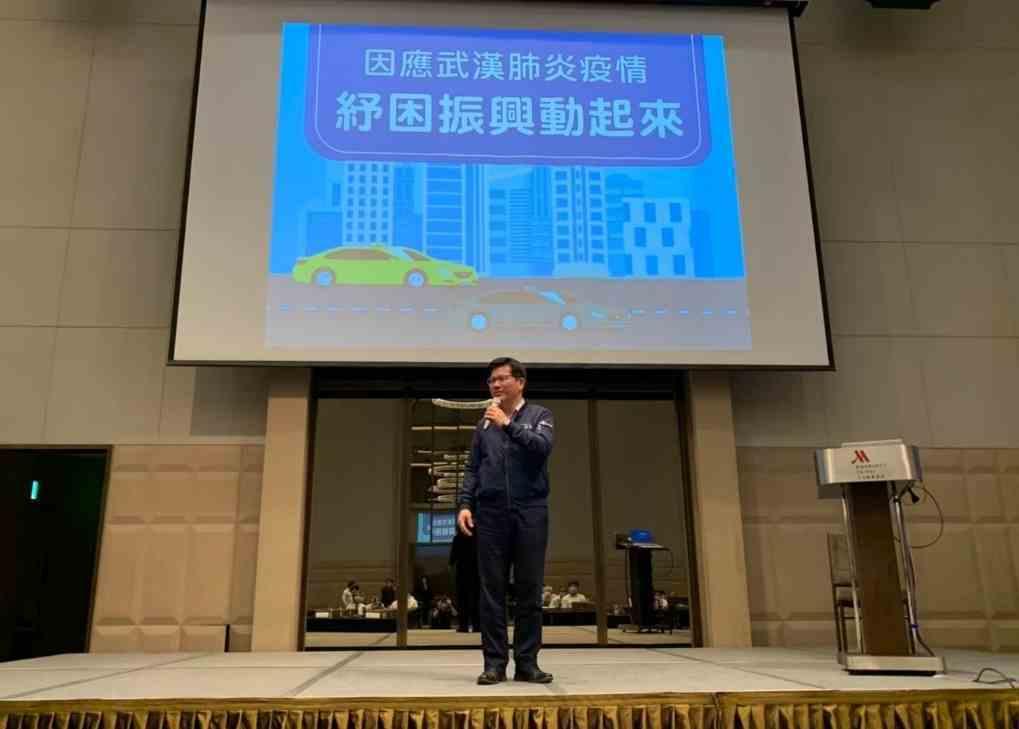 交通部長林佳龍為受疫情影響的運輸業者打氣。 業者/提供