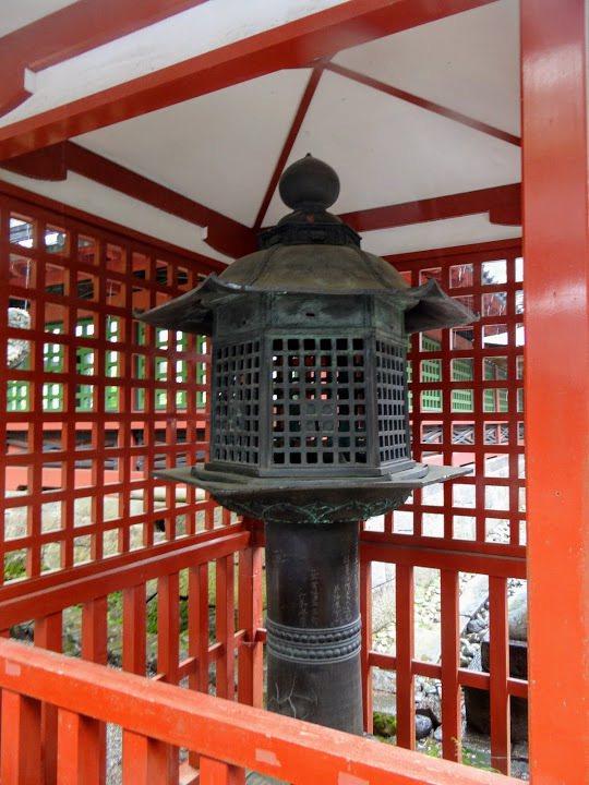 唐銅燈籠,俗稱化燈籠。