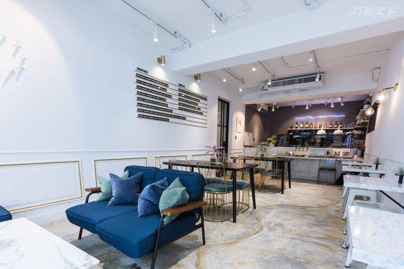時髦清亮風格的空間設計,享有自然食材特製的上乘藝術冰品和甜點。