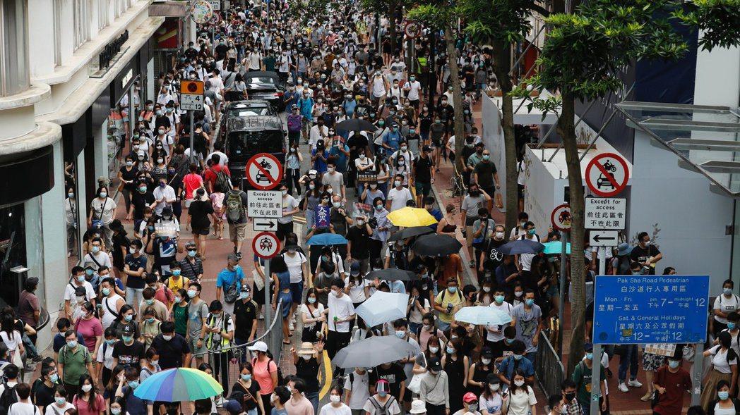 美參眾兩院通過「香港自治法」,授權總統制裁損害香港自治的中國大陸官員與金融機構。...