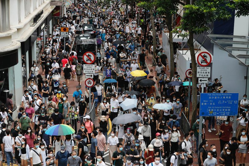 美參眾兩院通過「香港自治法」,授權總統制裁損害香港自治的中國大陸官員與金融機構。路透社