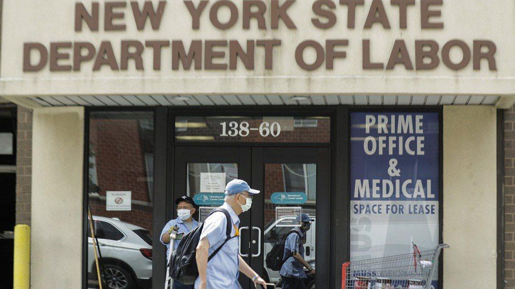 美國國會預算辦公室預測,美國失業率十年內回不到新冠疫情前3.5%的50年低點。 ...