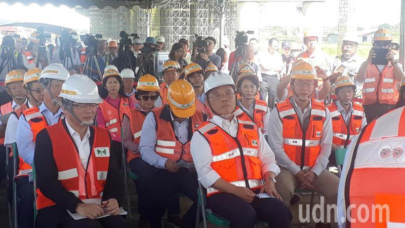 陸媒東南衛視兩記者遭勒令今離境, 行政院長蘇貞昌表示,剛好而已。記者周宗禎/攝影