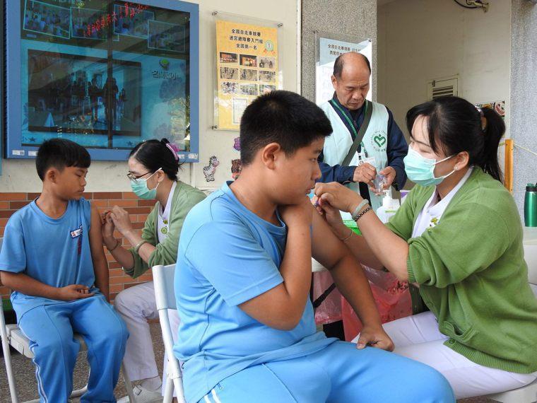 疾管署統計國內上周急診類流感就診人次及就診病例都明顯上升,夏天同樣進入日本腦炎流...
